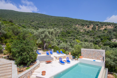 Villa Arkoudi, Dreamy holiday with sea view and cinema room, open july 2018