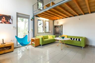 Green Bay Villa  with Pool, near Xenia Beach by JJ hospitality