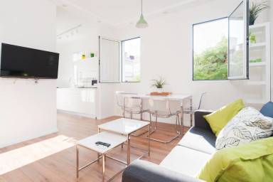 Charming & Bright Clean+Balcony-By56
