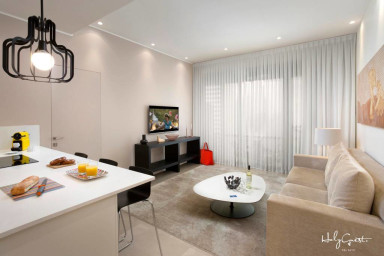 Luxury 1 Br Condo in White City by HolyGuest
