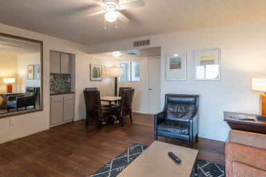 Scott II Comfy 2BR in Old Town w/ Pool & Gym
