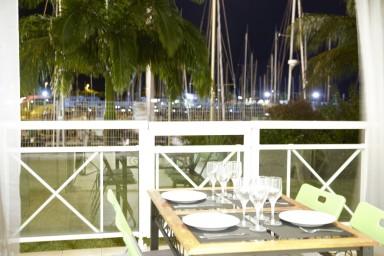 Emplacement incroyable avec superbe vue sur la Marina et Accès plage à pied