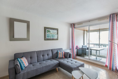 Central cozy and spacious 2br with balcony