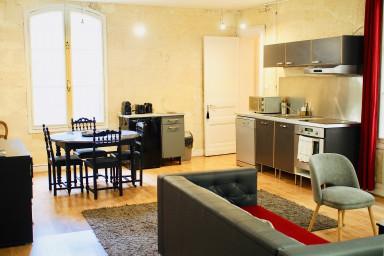 Appartement, 72 m2 rénové, deux chambres en plein cœur de Bordeaux!