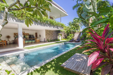 Vibrant Private Villa, 3 BR, Seminyak Center w/ staff