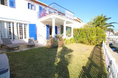 Maison spacieuse avec WIFI, terrasse, jardin et amarrage 12m