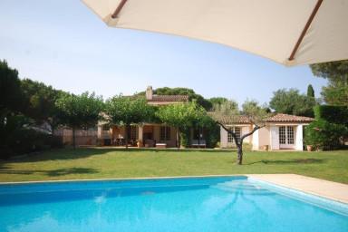 Magnifique villa avec piscine au milieu des vignes avec piscine