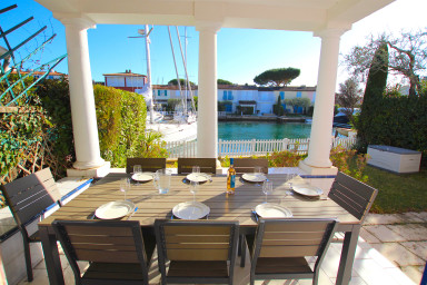 Wide house with WIFI , a terrace, a garden and a 12m mooring