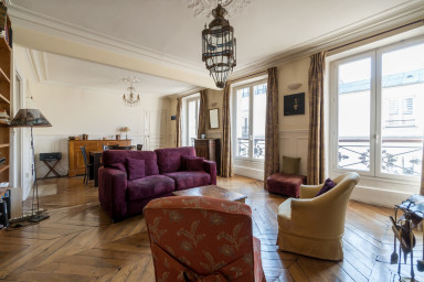 Parisian life and charm in the heart of Paris