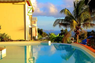 Magnifique Roof top avec piscine et vue mer en toile de fond.