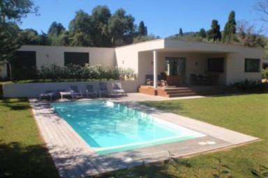 Belle maison originale proche de Saint Tropez avec piscine chauffée