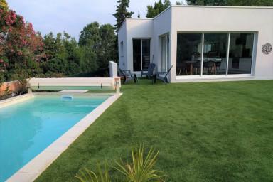 Belle villa moderne au coeur du Golf de Beauvallon avec piscine chauffée