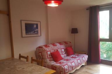 Séjour avec Table et Canapé-lit (l. 160 cm)