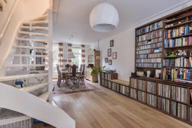 Bilderdijk Family Residence (4p.)