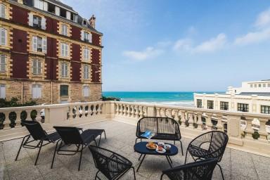 Joli Appartement avec Grande Terrasse, Vue Mer et Parking à Biarritz