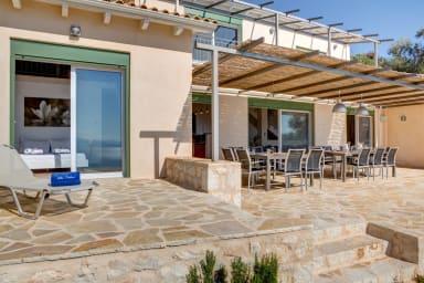 Villa Portokali – weitläufige, luxuriöse Villa mit unendlichem Meerblick