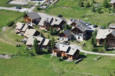 Vue aérienne du hameau des chazals - Névache