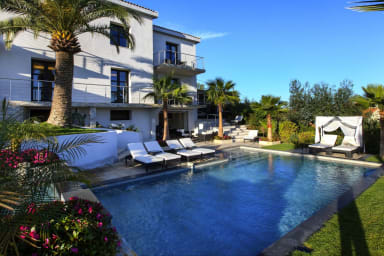 Luxuous villa with stunning seaview + swimming pool + jacuzzi