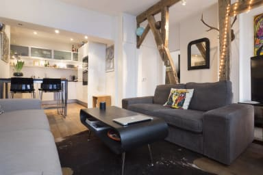 Cosy rustic flat on Rue Montorgueil for up to 4 guests
