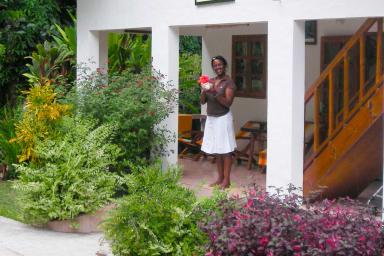 Chbre 1 : Belle chambre parentale en rez-de-jardin, SDB, Air con.WIFI