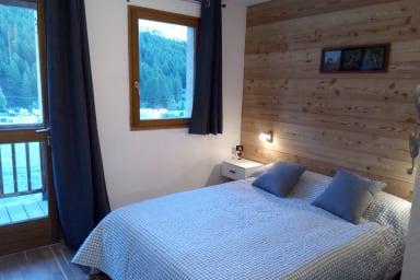 chambre 1 avec son lit 2 places