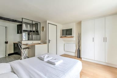 Bright Studio In The Heart of Paris