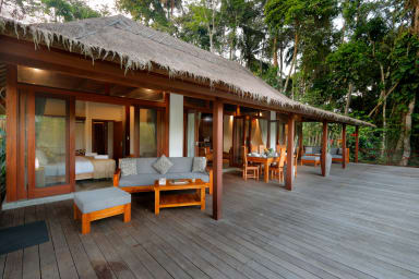 Jungle Wooden Villa, 3 BR, Ubud w/ staff