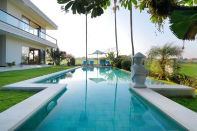 Stunning Villas Complex, 8 BR, Canggu w/ staff