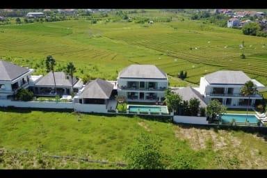 Amazing Villas Complex, 11 BR, Canggu w/ staff
