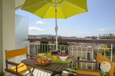 Modern refurbished apartment with balcony in Nice