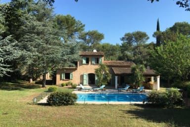 Charming villa with a large garden and a pool in Mougins