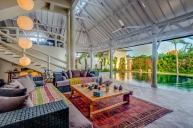 Magnificent Private Villa, 6 BR, Seminyak w/ staff