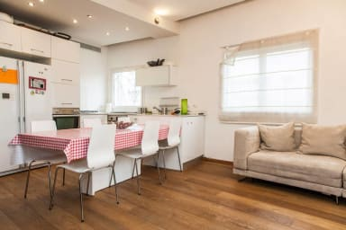 Bazel Square - sunny Modern and Cosy, 2bdms apt