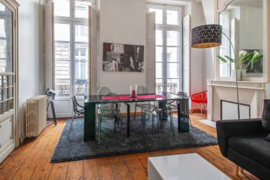 Charmant appartement 2 chambres avec Patio, situé dans le triangle d'or.