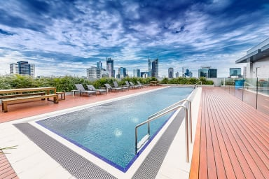 Central 3BDR with Rooftop Pool