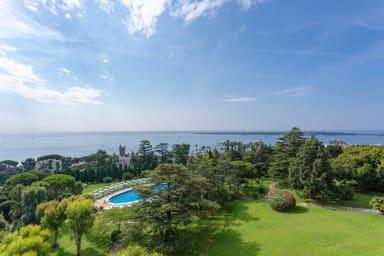 Appartement Carmen / Magnifique vue mer avec piscine et tennis dans un parc