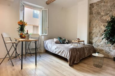 (033) Superb studio old town Antibes close to Port Vauban