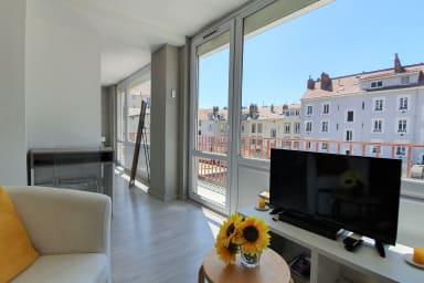 Belle Terrasse ❤️dernier étage-hyper centre : tram A/B/E #E0-2 personnes