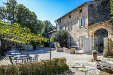 Stunning farmhouse with heated private pool in Provence