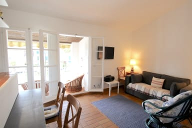 2-room apartment with a wide balcony in Port Grimaud South
