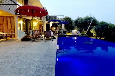 Maison contemporaine, piscine à débordement, vue panoramique, 6 personnes !