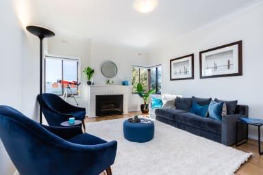 Cozy 2BDR South Melbourne Apartment with CITY VIEWS