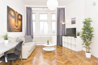 VINCENT- a 10 minute walk from Old Town Square