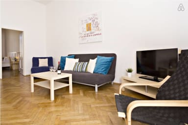 2 BR 10min from Charles Bridge and across the river from National Theatre
