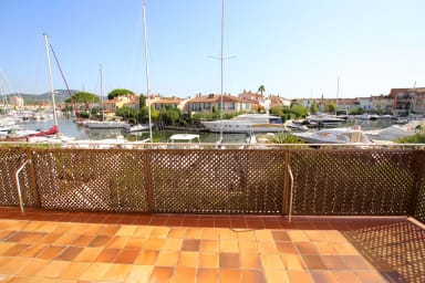 3-room apartment with a 12,40m mooring and a garage
