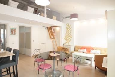 2 bedroom flat, mezzanine, balconies, Cannes bright & sunny close to Centre