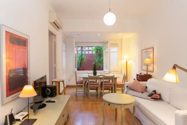 Av. Sarrià 1- Ideal for families. Quiet, bright and comfi. Free wifi