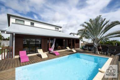 Villa SunBeach 3*** - 177m2 - Piscine - Mont Roquefeuille - St-Gilles