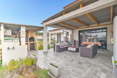 Modern four bedroom villa with garden in Bouc-Bel-Air by easyBNB