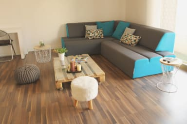 Wide and sunny 1 BR, 10 mns off Heart of Cannes, balcony, lift, sleeps 4